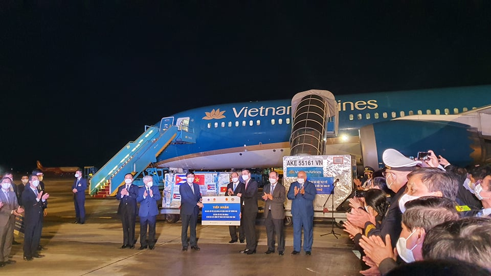 1,05 triệu liều vắc xin của Cuba đã về tới sân bay Quốc tế Nội Bài tối nay