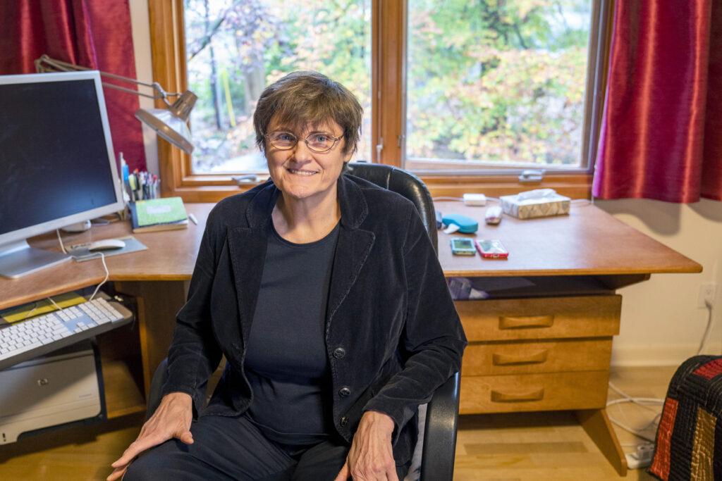 Bà Katalin Karikó, mẹ đẻ của vắc xin COVID-19 - Ảnh: Jessica Kourkounis/Boston Globe