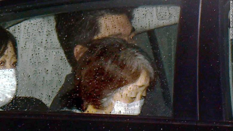 Xe cảnh sát chở Chisako Kakehi rời trại tạm giam ở Osaka, Nhật Bản, ngày 30/1/2015 - Ảnh: Asahi Shimbun
