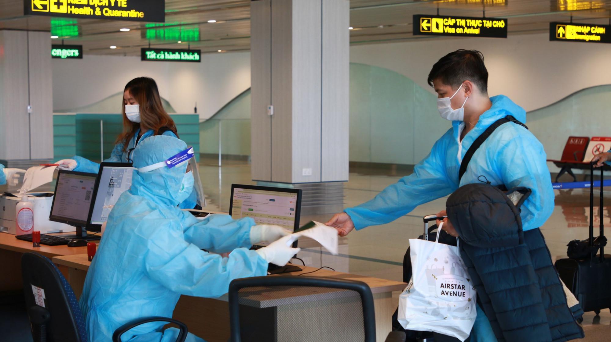 Việt Nam đã đón một số chuyến bay chở công dân Việt Nam ở nước ngoài về nước được thí điểm chương trình của Bộ Y tế.