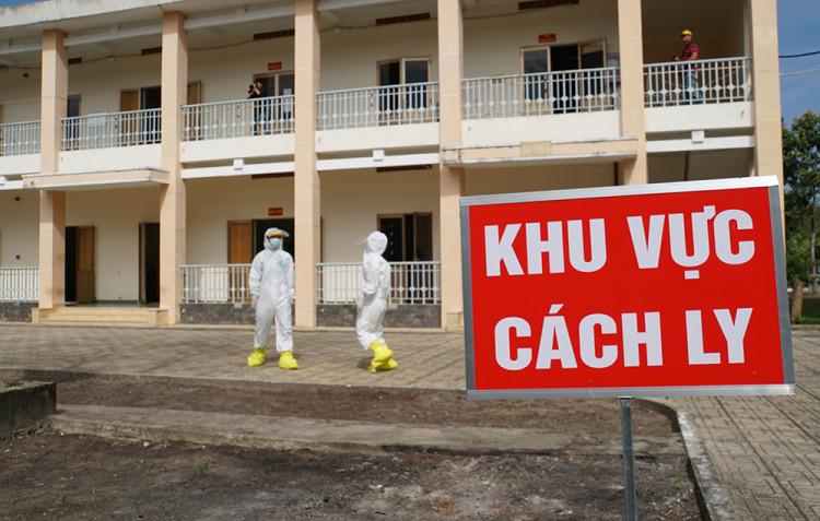 Nhân viên y tế tại Bệnh viện Dã chiến huyện Củ Chi