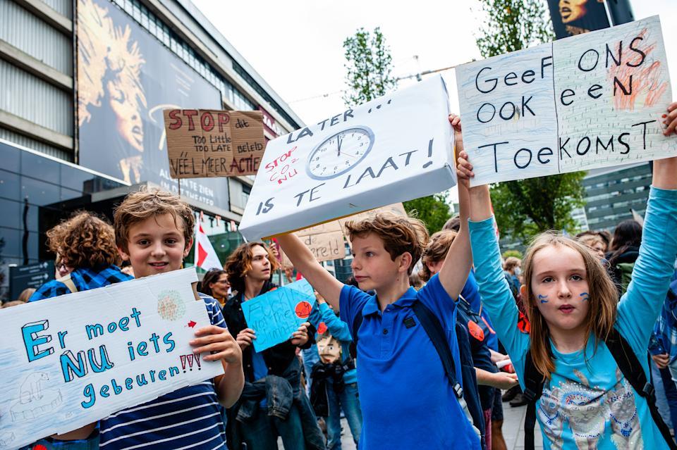 Các nhà hoạt động trẻ tại một cuộc mít tinh về biến đổi khí hậu gần đây ở Utrecht, Hà Lan – Ảnh: SOPA/Getty Images