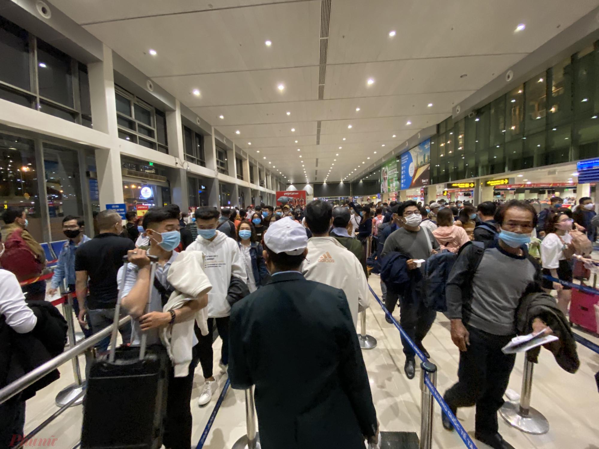 Cục hàng không Việt Nam yêu cầu các hãng dừng việc bán vé nội địa, chờ quyết định chính thức