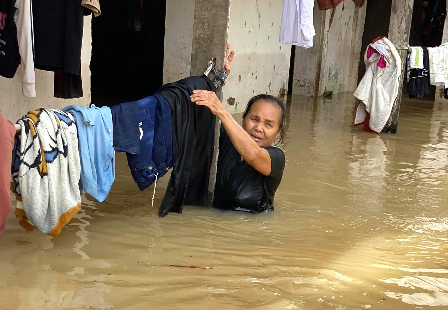 Đợt mưa lịch sử khiến hàng ngàn nhà dân ở huyện Quỳnh Lưu bị ngập sâu