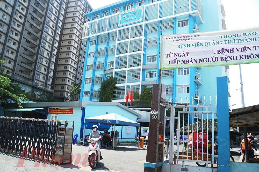 Sáng 28/9, sau hơn 5 tháng tiếp nhận bệnh nhân COVID-19, Bệnh viện Quận 7 đã trở thành bệnh viện xanh-sạch COVID-19 tiếp nhận bệnh nhân khám chữa bệnh thông thường
