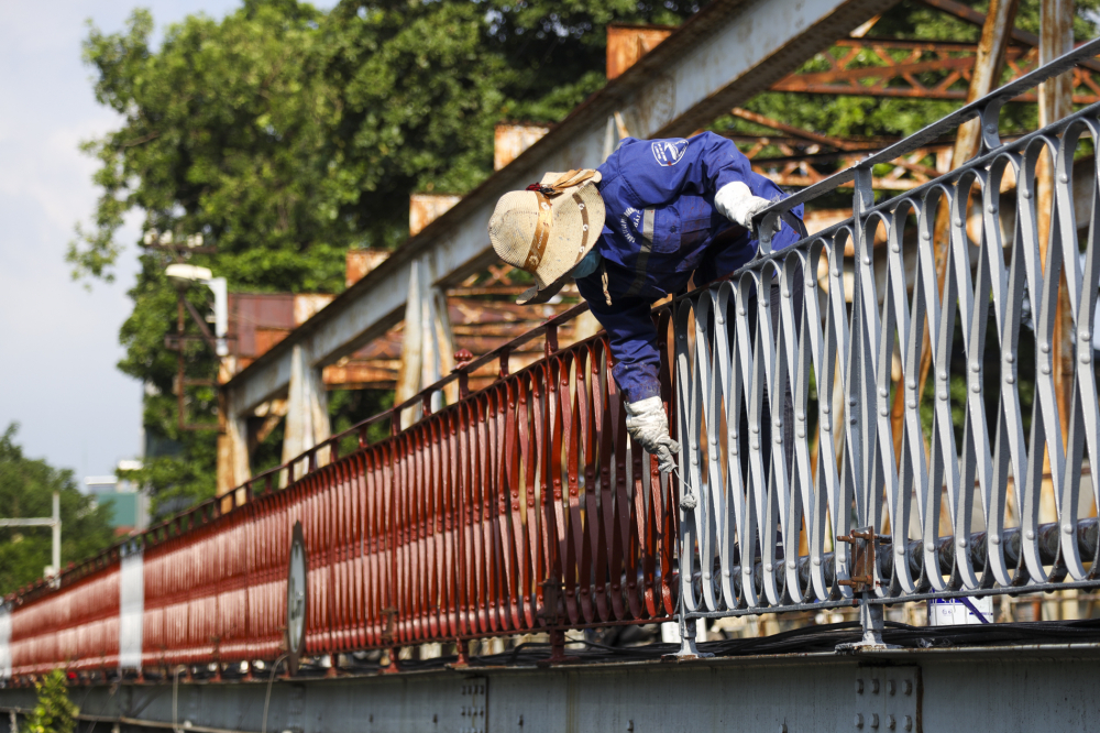 Sau khi sơn thành cầu, hạng mục sơn hệ thống nhịp cầu sẽ tiếp tục được Công ty CP Đường sắt Hà Hải bảo dưỡng, sơn mới.
