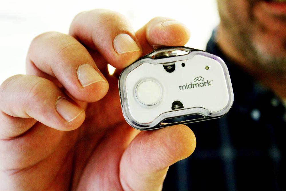 Thiết bị nút bấm khẩn cấp giúp nhân viên y tế tìm kiếm sự giúp đỡ nếu bị tấn công