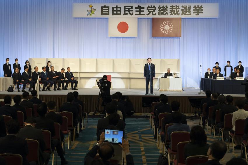 Fumio Kishida phát biểu sau khi giành chiến thắng trong cuộc bầu cử lãnh đạo Đảng Dân chủ Tự do ở Tokyo hôm thứ Tư 29/9. (Ảnh: AP)