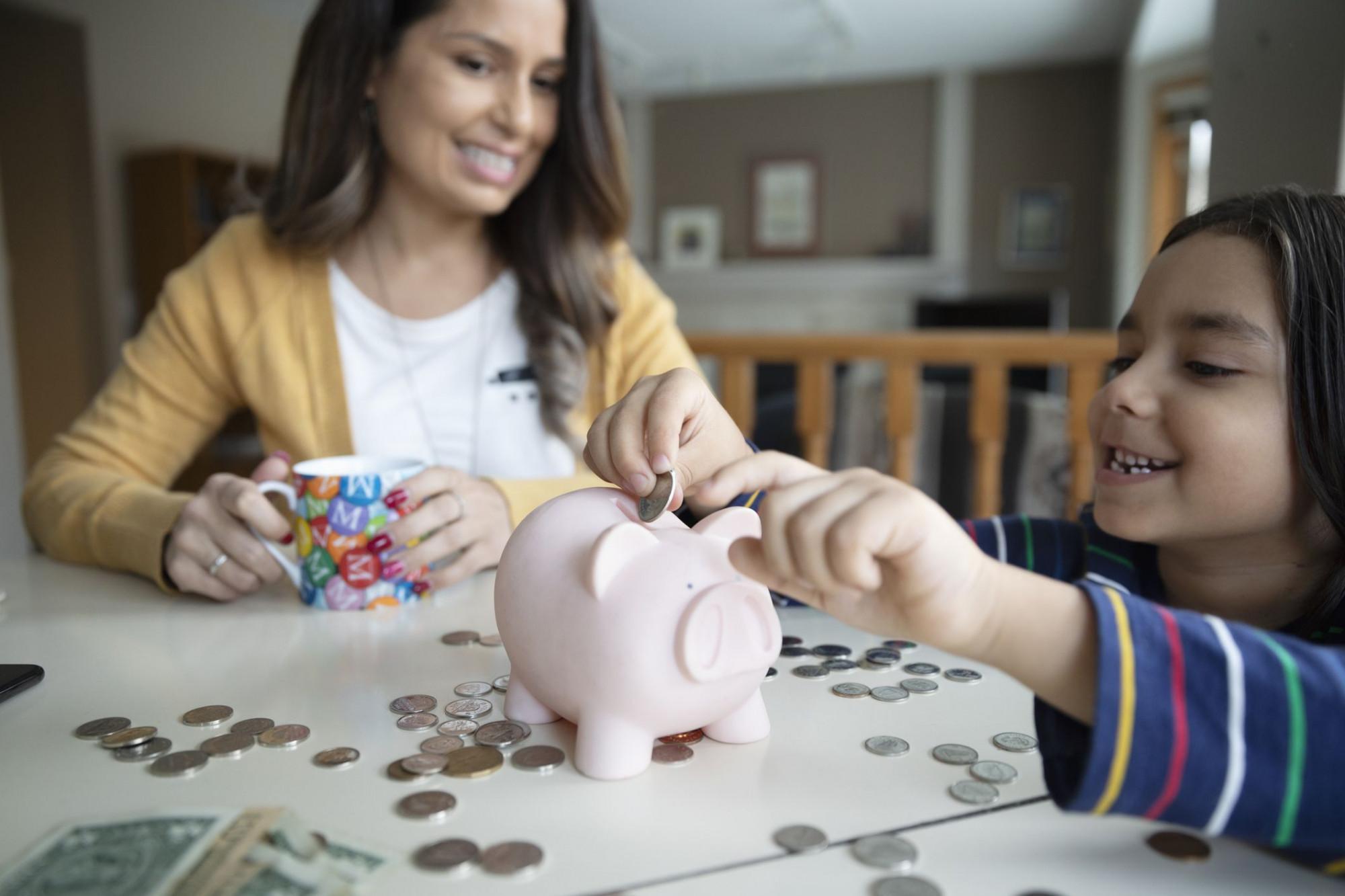 Trẻ em ở Úc được dạy về tiết kiệm và đầu tư tài chính từ sớm - Ảnh: Investopedia