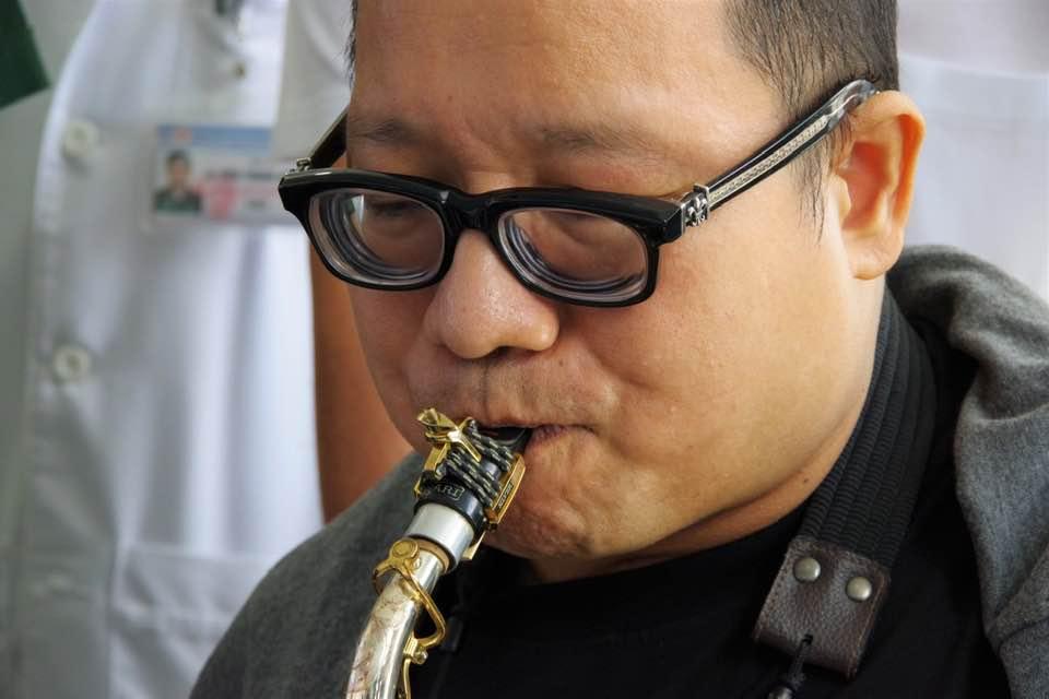 Nghệ sĩ Trần Mạnh Tuấn thổi một đoạn của Diễm xưa