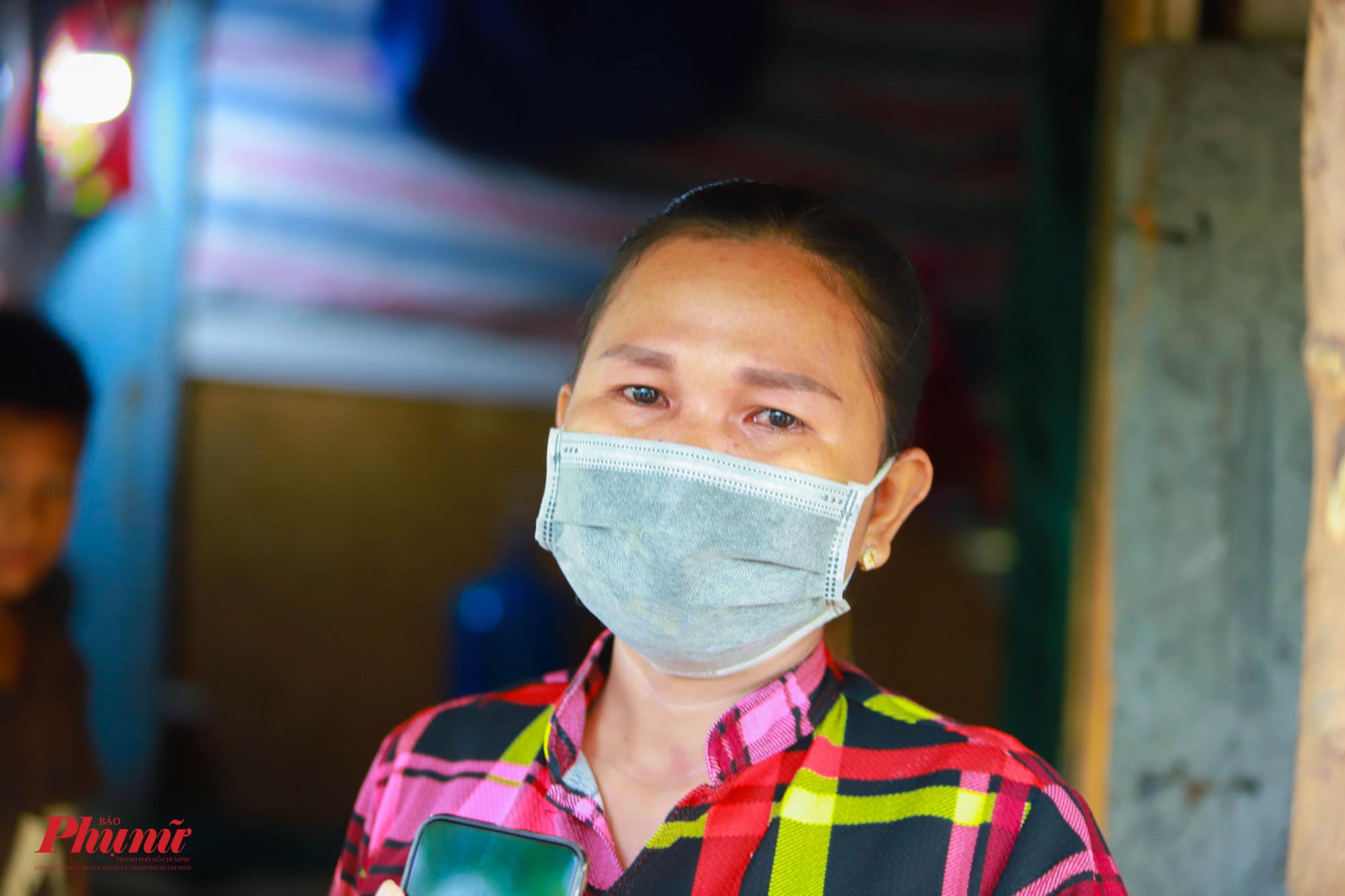 Rơi nước mắt vì hoàn cảnh cơ cực, chị Neang Sô Ny mong muốn hết dịch để các con tiếp tục về quê đi học
