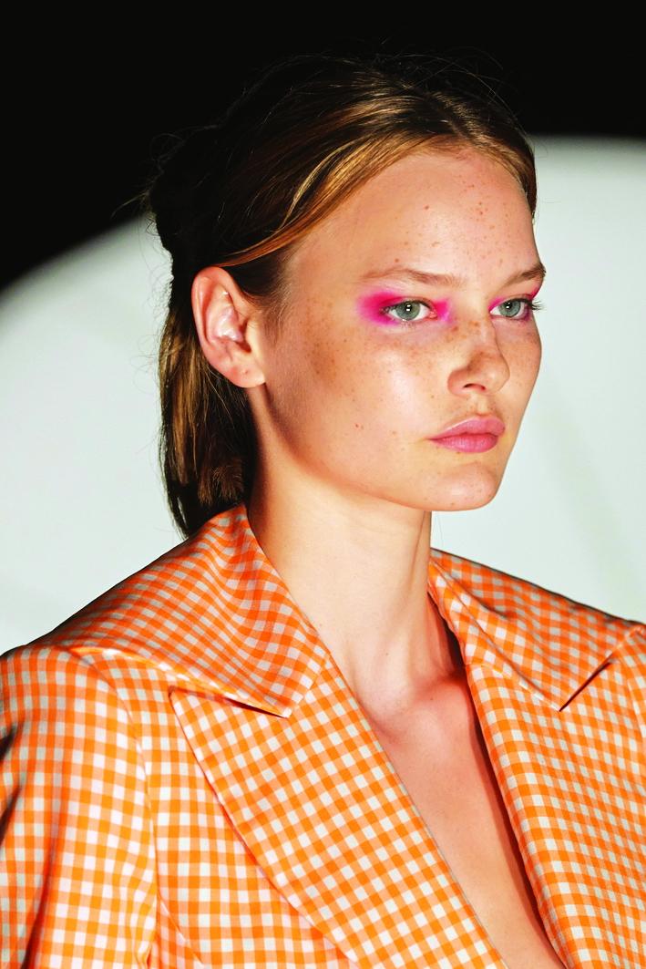 Người mẫu thương hiệu Prabal Gurung và mốt đánh mắt đứt quãng