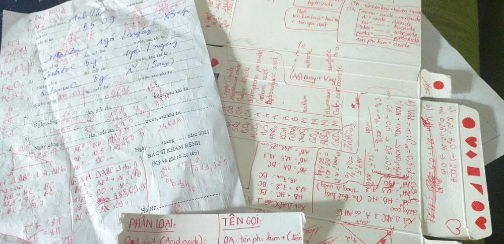 Những bài học ghi trên toa thuốc của một học sinh dương tính