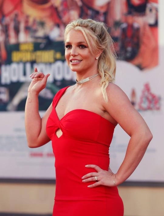 Britney Spears bị quản thúc nhiều chuyện, trong đó có chuyện tình cảm.