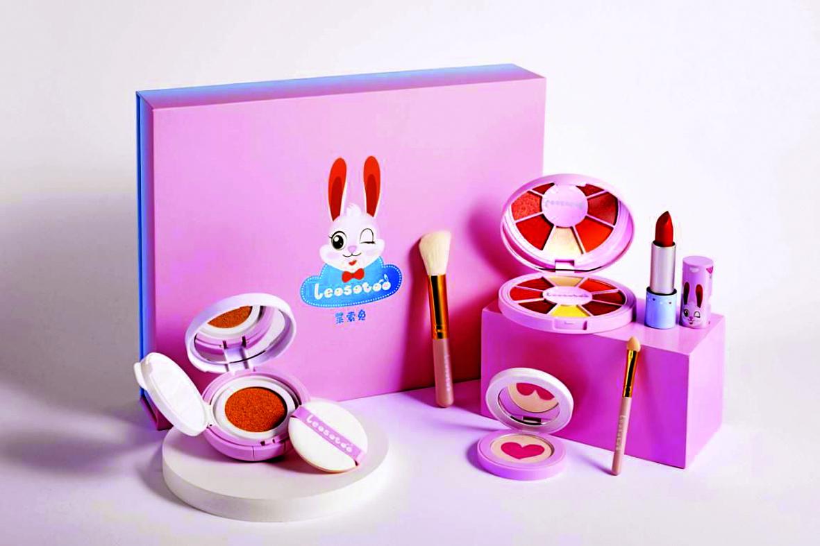 Bộ mỹ phẩm trang điểm  của thương hiệu mỹ phẩm trẻ em Make It Real (Mỹ) - ẢNH: VOGUE BUSINESS