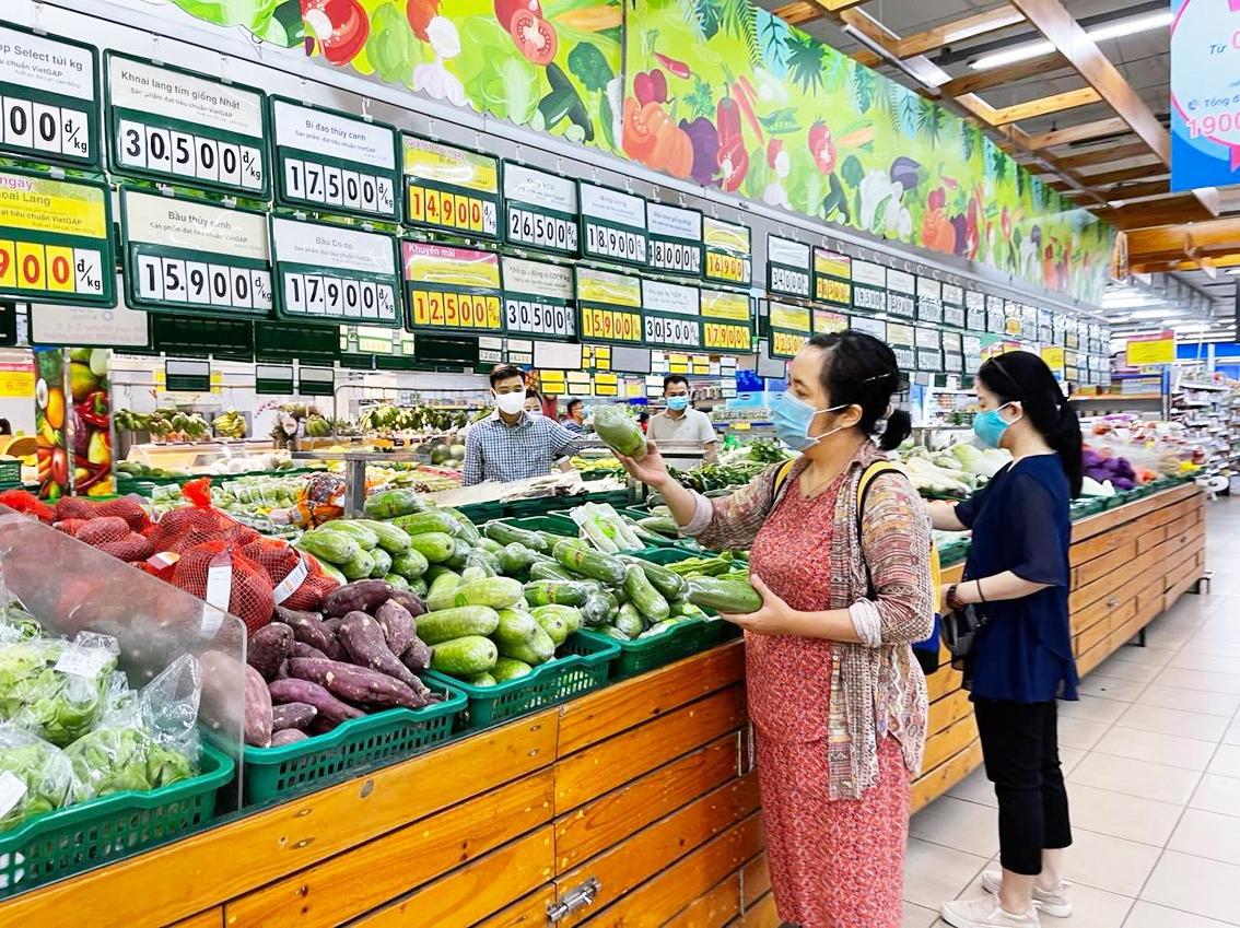 Giá bán lẻ thực phẩm ở TP.HCM cao khiến người tiêu dùng  gặp nhiều khó khăn hơn - ẢNH: N.CẨM