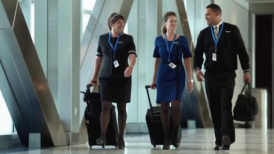 United Airline là hãng hàng không đầu tiên yêu cầu tất cả nhân viên tiêm ngừa COVID-19