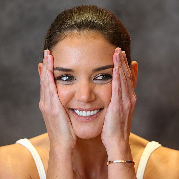 kem Vaseline trẻ em để dưỡng tay:  Thường xuyên làm việc nhà khiến đôi tay bạn khô nẻ, đặc biệt là vào mùa đông, tay thường có hiện tượng nứt toác kem Vaseline dành cho trẻ em sẽ phát huy tác dụng. Sản phẩm này chiết xuất từ 100% dầu thạch tự nhiên, giúp dưỡng da gấp 3 lần, làm mềm các vết nứt nẻ và vết thương ngoài da. Vaseline cho em bé cũng giúp nuôi dưỡng móng chắc khỏe hơn.