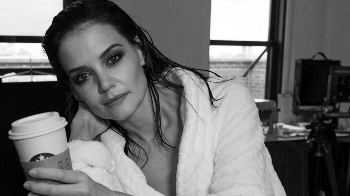Làm sạch da: Dù bận rộn đến đâu thì Katie khuyên các mẹ bỉm sữa phải chú trọng quá trình làm sạch da.