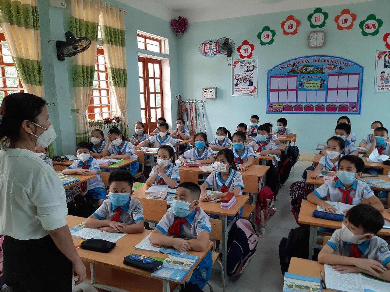 Học sinh nhiều địa phương ở Nghệ An chuyển sang học trực tiếp