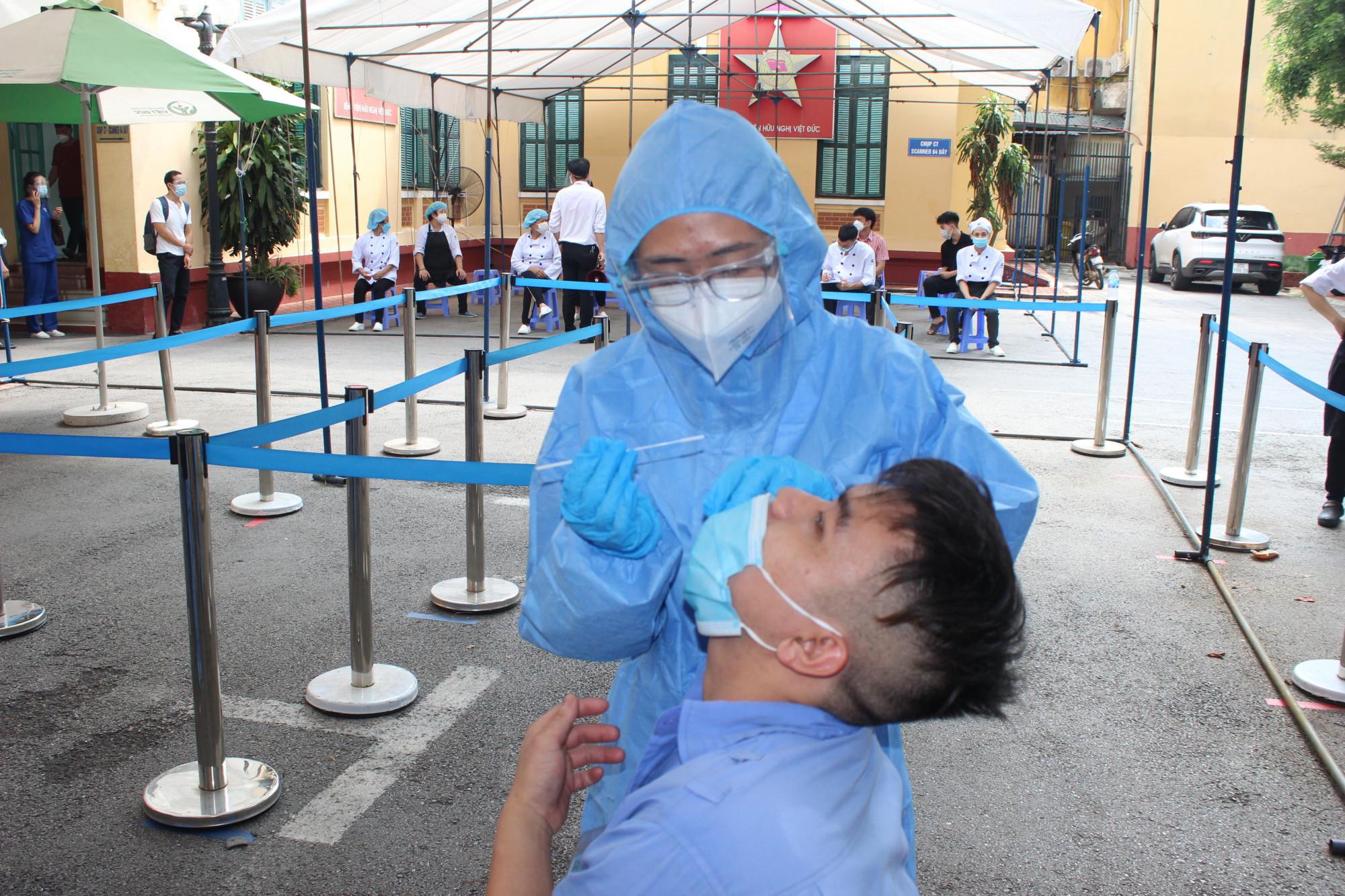 Xét nghiệm COVID-19 tại Bệnh viện Hữu nghị Việt Đức