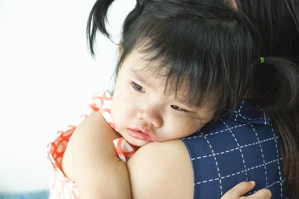 Cuộc sống áp lực khiến chị nhiều lúc cáu gắt với con mình - Ảnh minh họa