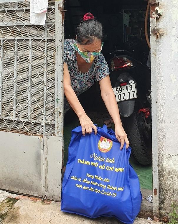 chương trình SOS của Trung tâm An sinh – giải quyết nhu cầu hỗ trợ khẩn cấp của người dân thông qua các đường dây nóng của hệ thống MTTQ các cấp – đã trao 14.438 túi an sinh đến đối tượng cần hỗ trợ