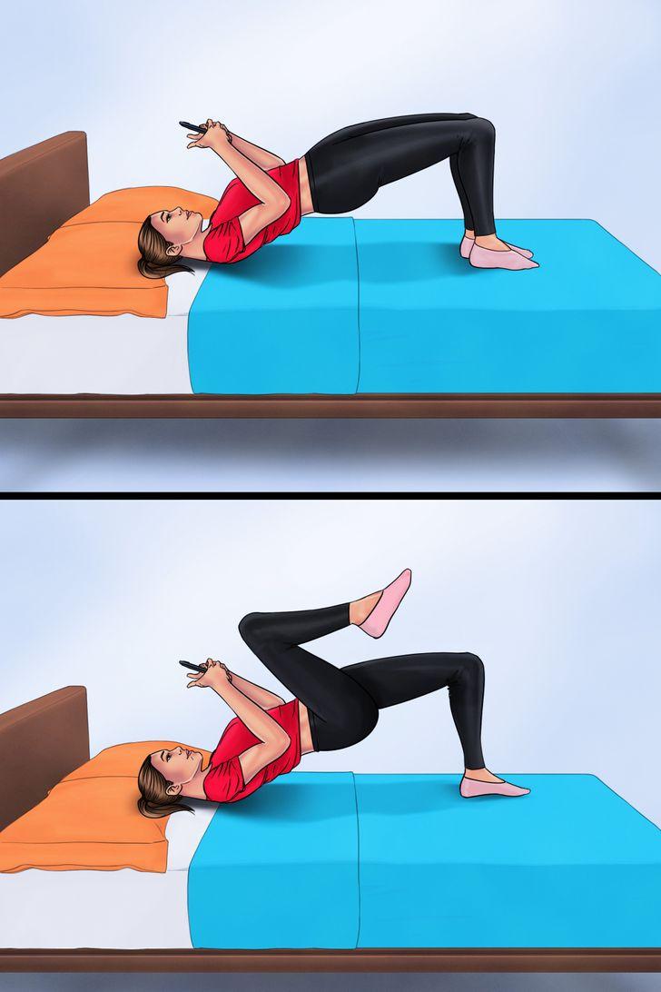 2. Nâng hông và co chân Nằm ngửa, đầu gối cong và gót chân đặt dưới mông.  Nâng hông lên để tạo thành một đường thẳng giữa đầu gối và vai.  Sau đó siết mông và tập trung vào cơ khi bạn nhấc một chân lên và đưa qua hông.  Hạ chân xuống và lặp lại tương tự với bên còn lại.