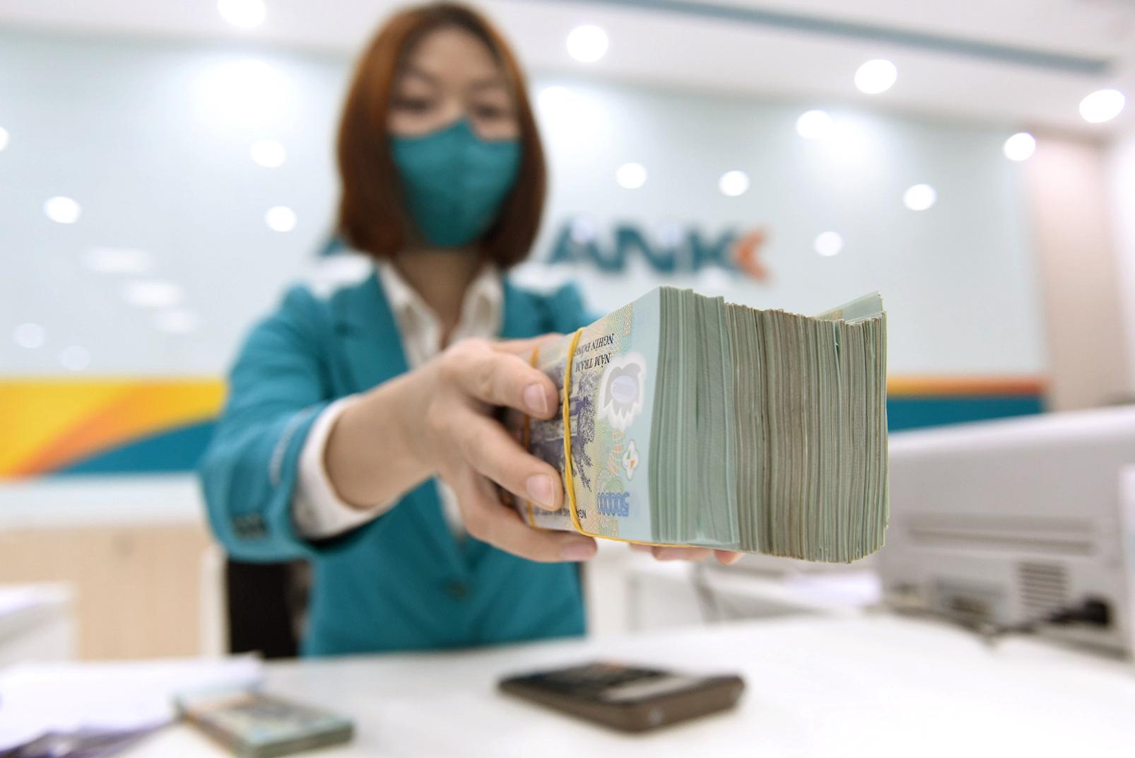 Các doanh nghiệp đang rất cần được ngân hàng cấp vốn với lãi suất thấp để khôi phục hoạt động