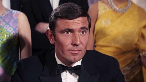 George Lazenby trong vai James Bond