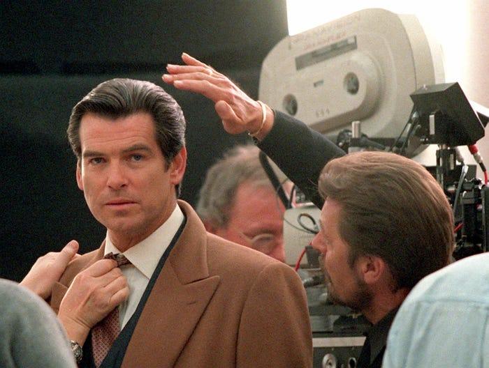 Pierce Brosnan trong bộ phim James Bond năm 1997