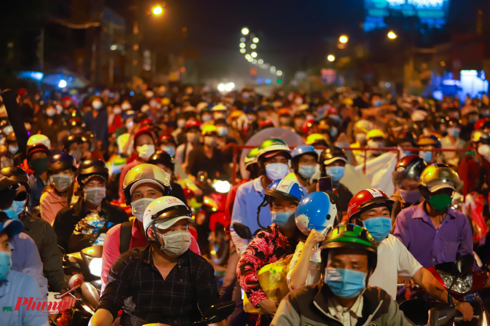 Việc người dân đổ về quê tiềm ẩn nguy cơ lây lan dịch bệnh cho các tỉnh miền Tây. Ảnh: Tam Nguyên.