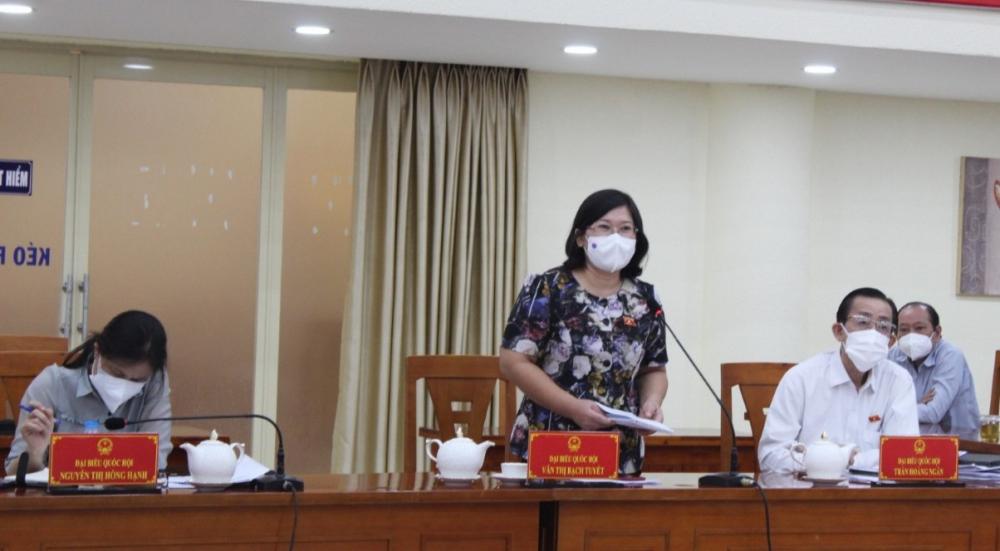 Phó Trưởng Đoàn ĐBQH TPHCM Văn Thị Bạch Tuyết đề nghị UBND quận 10 đeo bám các sở ngành đề xuất hướng giải quyết cho TP.
