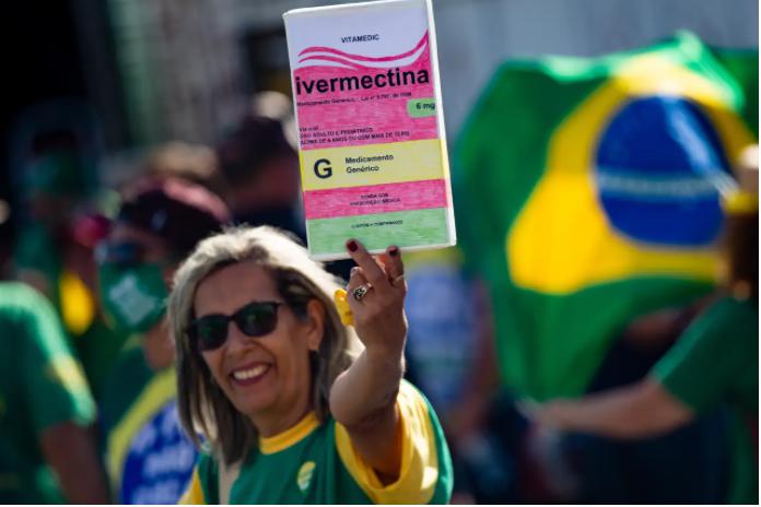 Nhiều người Brazil từng đổ xô mua Ivermectin để trị COVID-19 mà không tiêm vắc xin