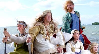 Jim Lyngvild, chụp một bức hình để mọi người chiêm ngưỡng quần áo của bộ tộc Viking