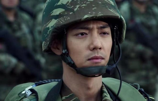 Hoàng Cảnh Du trong phim Quân đội vương bài