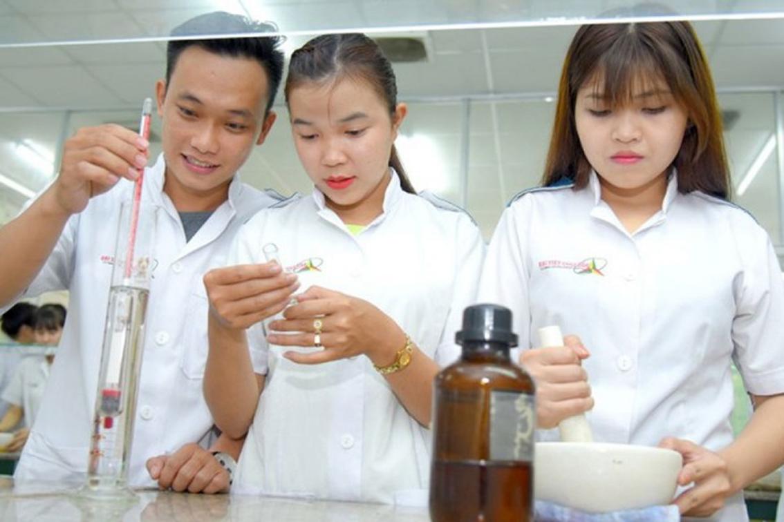 Sinh viên ngành dược, điều dưỡng Trường cao đẳng Đại Việt Sài Gòn trong giờ học (ảnh chụp trước khi dịch COVID-19 bùng phát) - ẢNH: PHÚC TRẦN