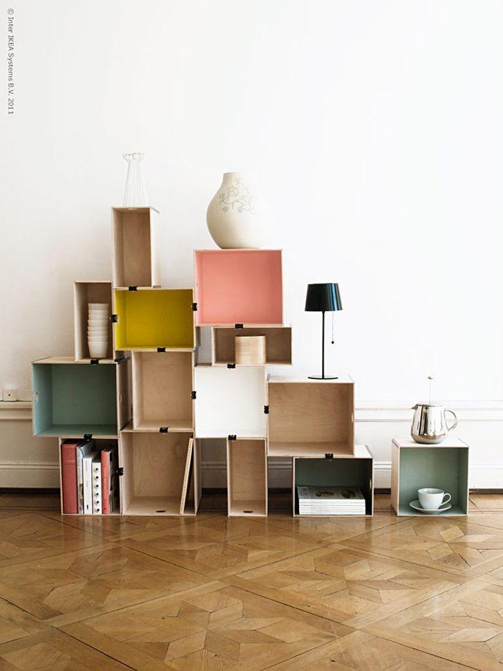 Đây giá được làm bằng hộp lưu trữ liên kết với nhau bằng những cái kẹp văn phòng phẩm. Bạn muốn đổi mới nội thất căn phòng của mình? Chà, ý tưởng này đặc biệt dành cho bạn.