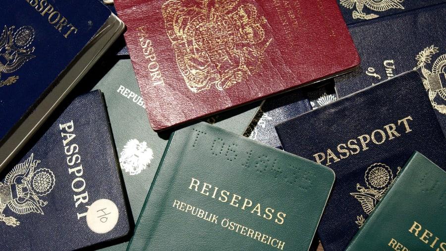 Các hộ chiếu đáng mơ ước nhất trên thế giới là những hộ chiếu cho phép chủ nhân của nó có thể đi đến nhiều quốc gia nhất trên thế giới - Ảnh: North America/Getty Images