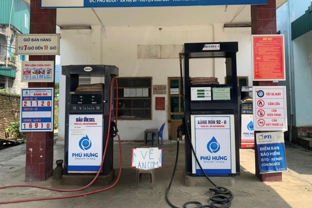 Một cây xăng bị phạt 10 triệu đồng tại Hòa Bình vì tự ý ngưng bán hàng. Ảnh: QLTT