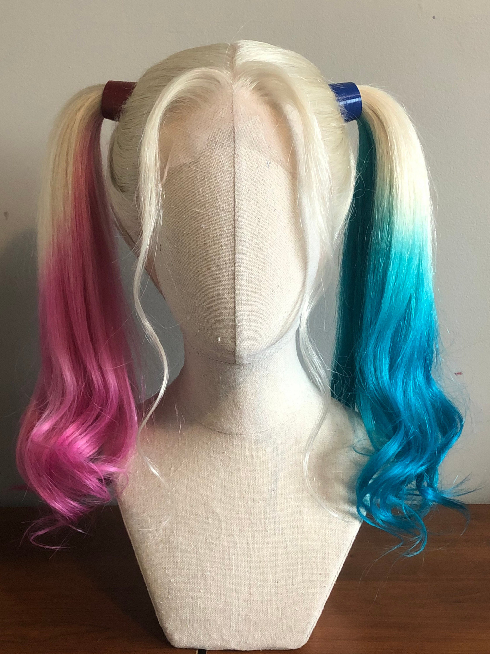 Bộ tóc giả của nhân vật Harley Quinn được bán với giá 27 USD.