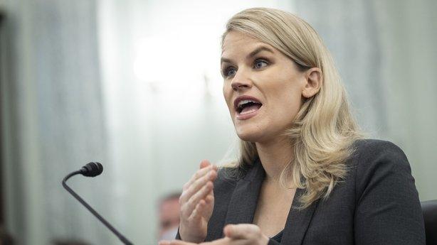 """Người tố giác Facebook Frances Haugen xuất hiện trên chương trình """"60 phút"""" để nói về việc Facebook đã """"đặt lợi nhuận lên trên lợi ích công cộng"""""""