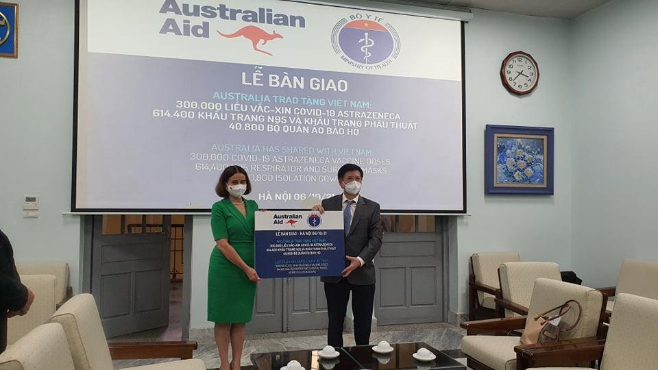 Bộ Y tế tiếp nhận thêm 300.000 liều vắc xin AstraZeneca từ Australia