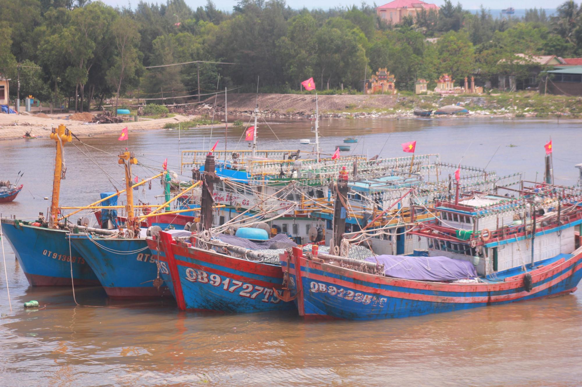 Tàu thuyền vào neo đậu an toàn tại cảng Cửa Việt tỉnh Quảng Trị