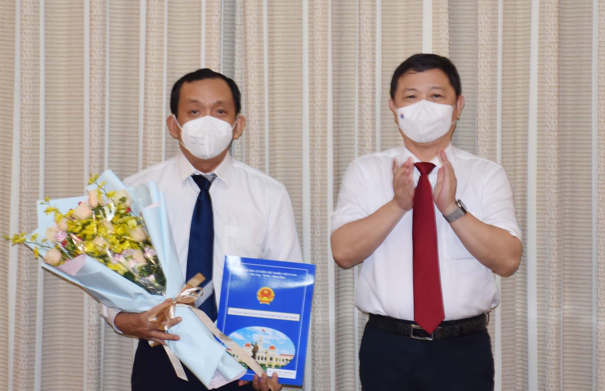 Phó chủ tịch UBND TPHCM Dương Anh Đức chúc mừng ông Nguyễn Anh Dũng