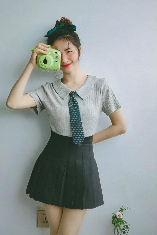 Bạn không nhìn lầm về giá sản phẩm đâu bởi Hoà Minzy cho biết cô mua khá nhiều quần áo từ các sàn thương mại điện tử vào ngay mùa giảm giá nên chỉ tốn ít tiền.