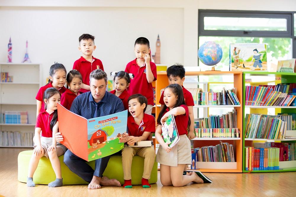 Môi trường lớp học trực tiếp với nhiều sự tương tác sẽ mang đến niềm vui cho các bạn học sinh - Ảnh: Royal School