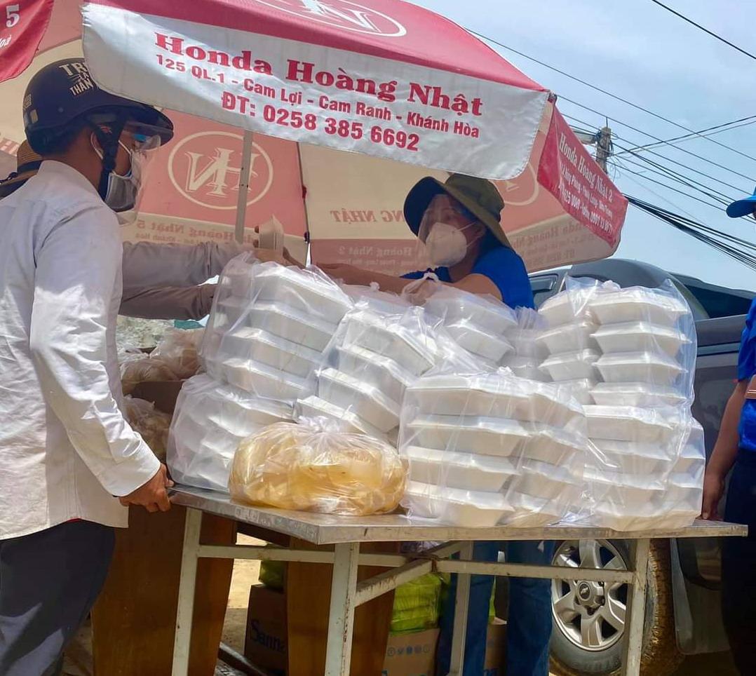 Tỉnh đoàn Khánh Hòa vẫn đang tiếp tục vận động các nguồn tài trợ để thực hiện thêm các suất ăn hỗ trợ người dân