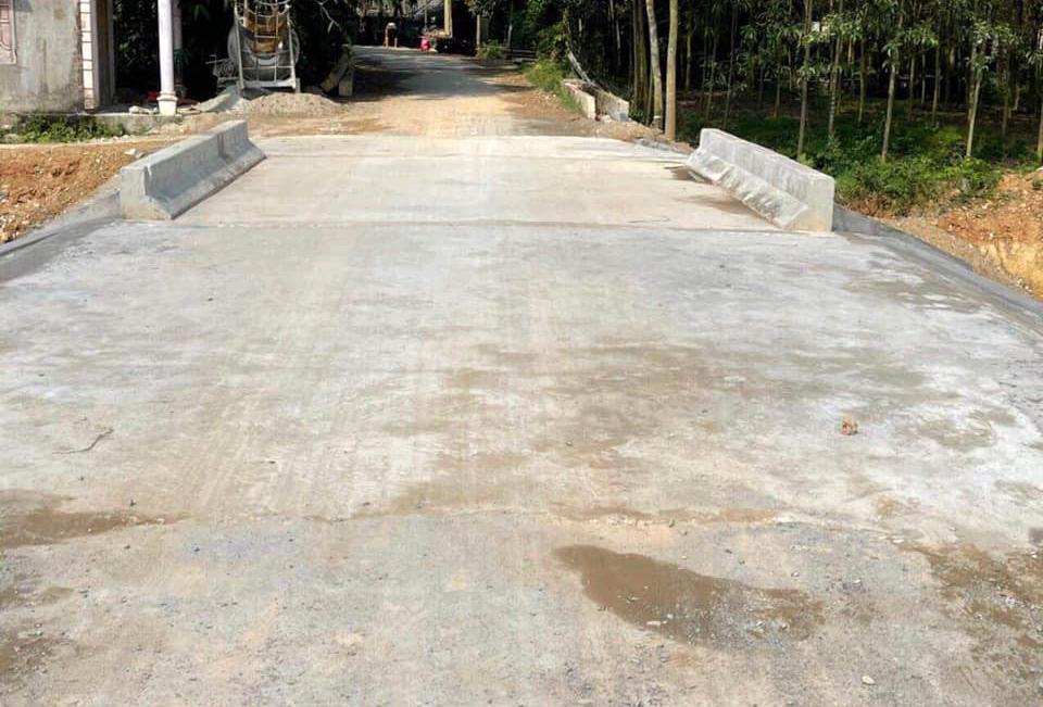 Một trong 2 cầy cầu ở huyện Thanh Chương bị lũ cuốn trôi, được ca sĩ Thuỷ Tiên tài trợ xây lại