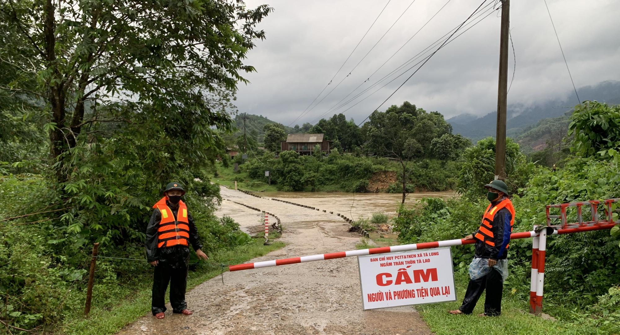 Ngầm tràn qua thôn Tà Lao xã Tà Long đã được gắn biển cấm
